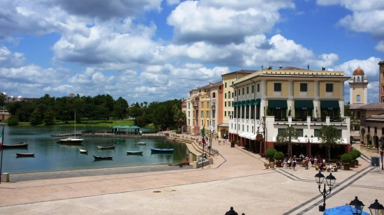 The Thirsty Fish at Portofino Bay Hotel: The Thirsty Fish share a building with Bice next to the bay.