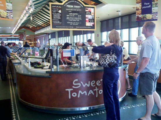 Sweet Tomatoes: The buffet begins