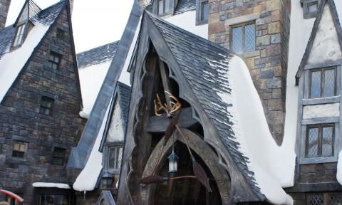 Three Broomsticks: Entrance.