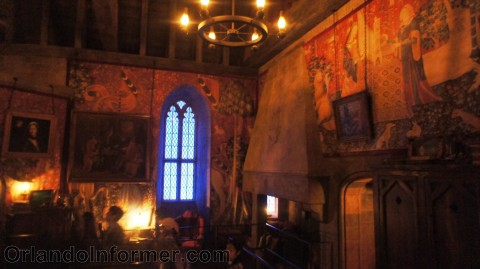 Harry Potter and the Forbidden Journey: Gryffindor Common Room.