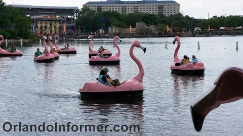 SeaWorld Orlando: Pink flamingo boats.