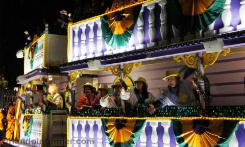 Universal Studios Mardi Gras 2011 Parade: Beads!