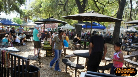 Orlando's Farmers Market at Lake Eola: Plenty of seating available.