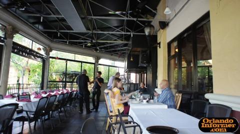 Cedar's Restaurant of Orlando: Outdoor seating.