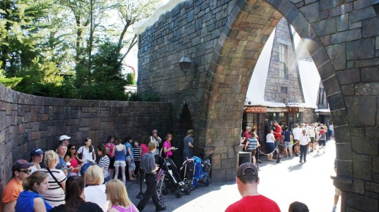 Ollivander's queue at the Wizarding World of Harry Potter - May 31, 2011.