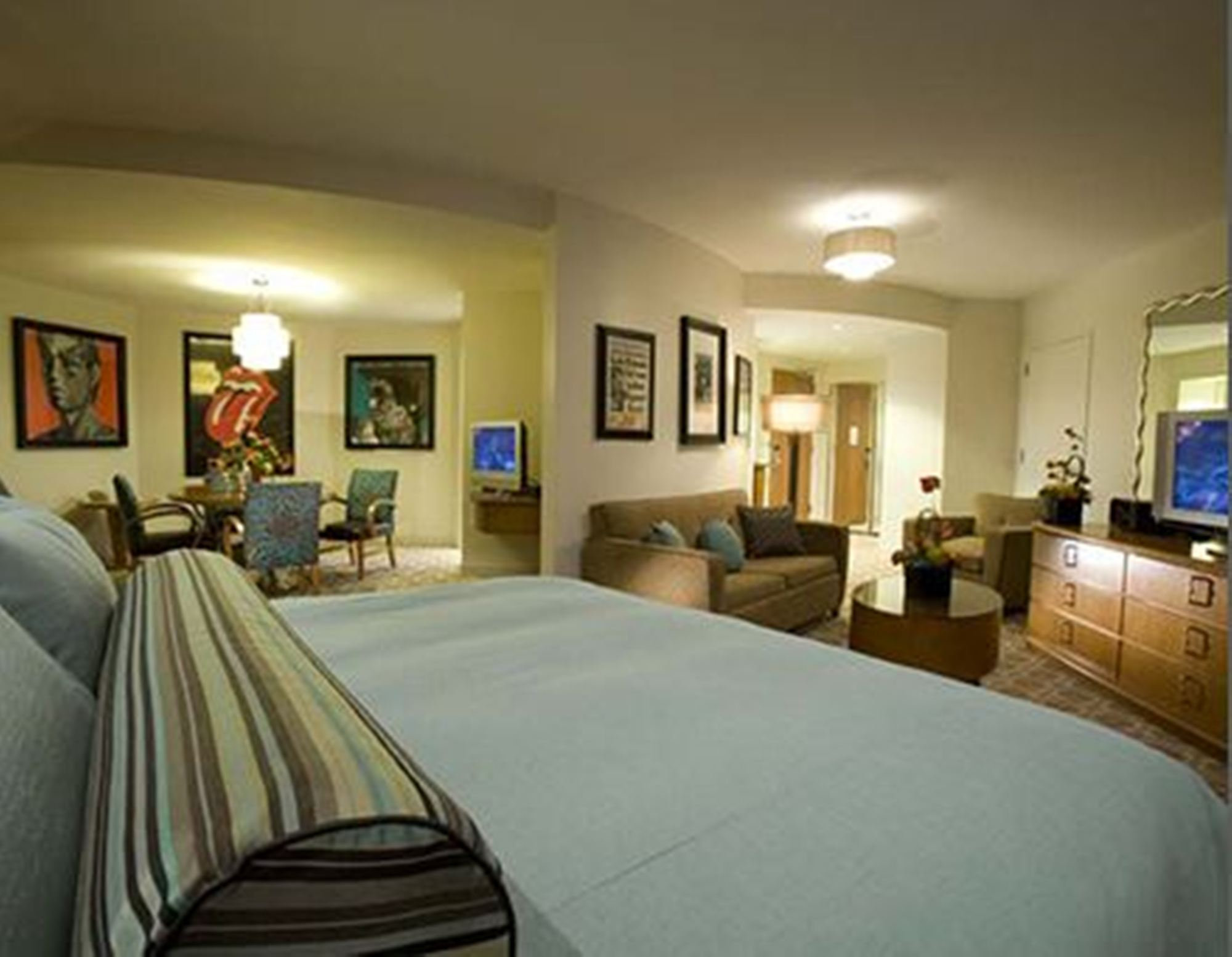 Two Bedroom Hotel Rooms In Orlando - Room Image and