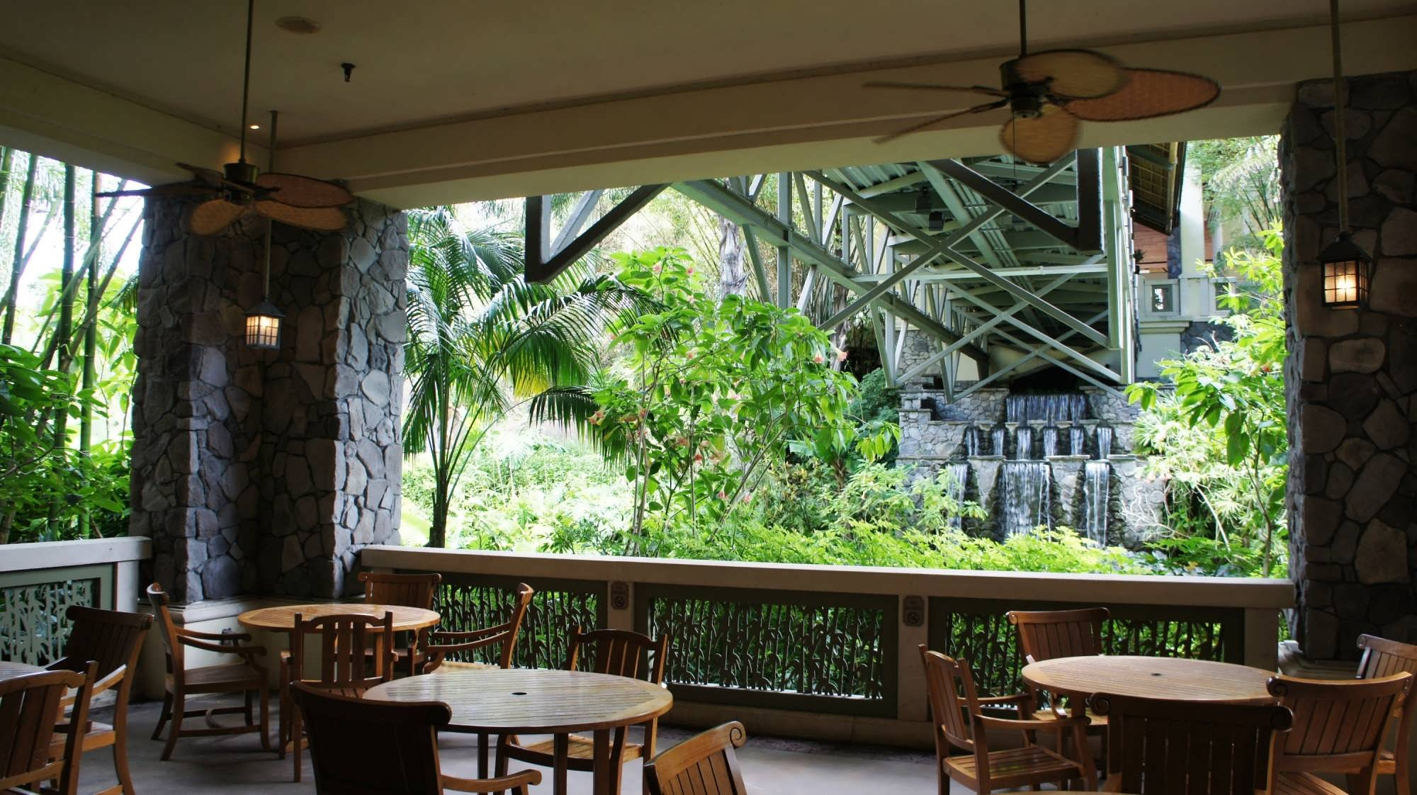 Outdoor seating area by Jake's at Royal Pacific Resort
