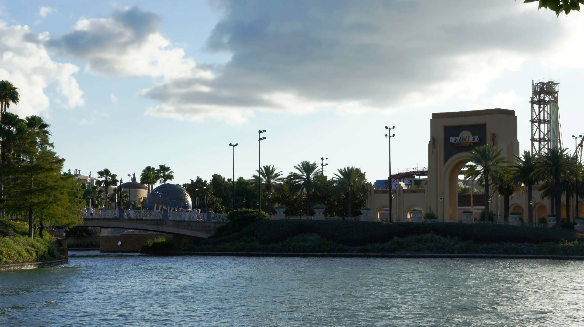 Walk from Hard Rock Hotel to Universal Studios Florida