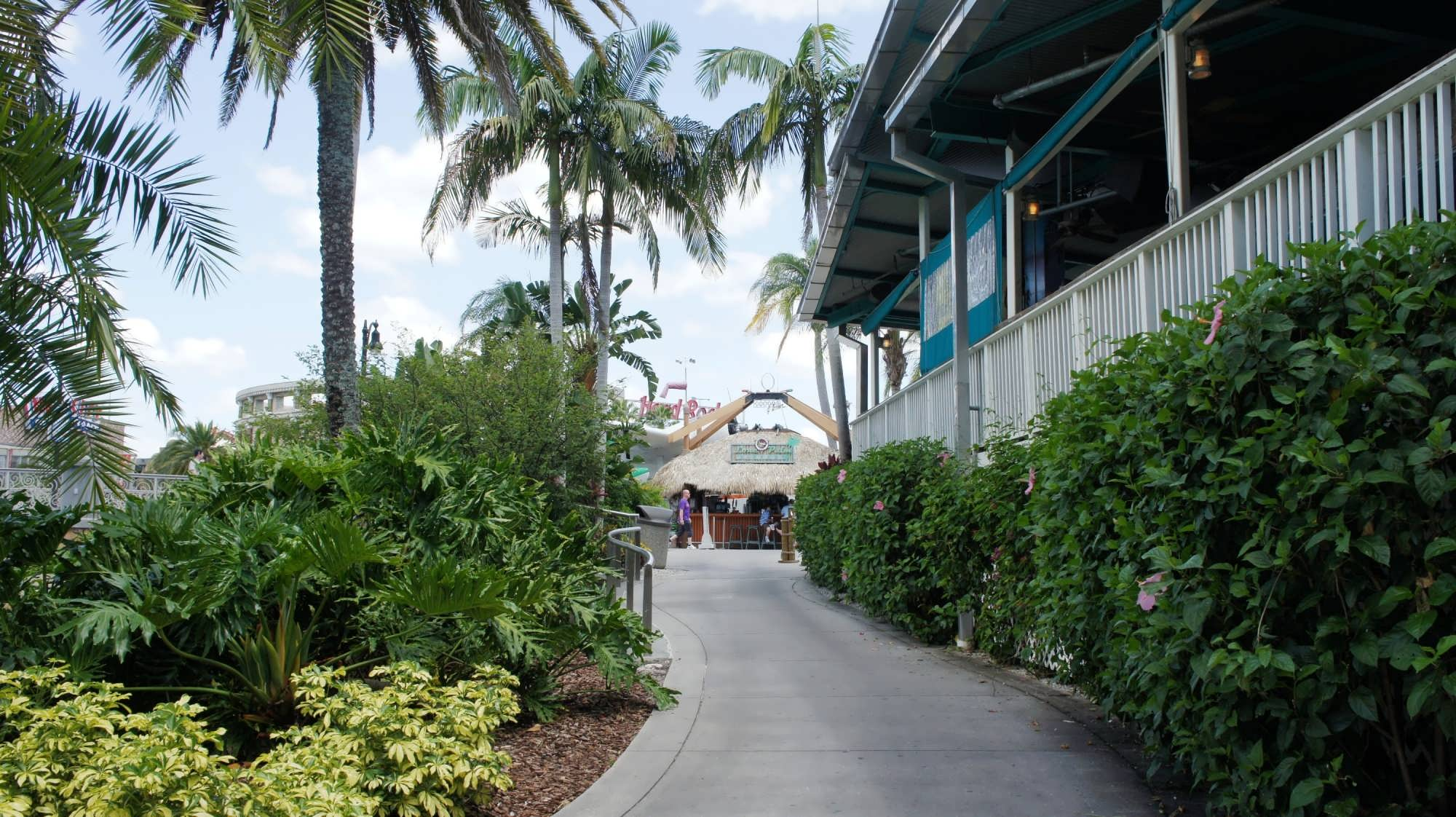 Walk from Royal Pacific Resort to Universal CityWalk