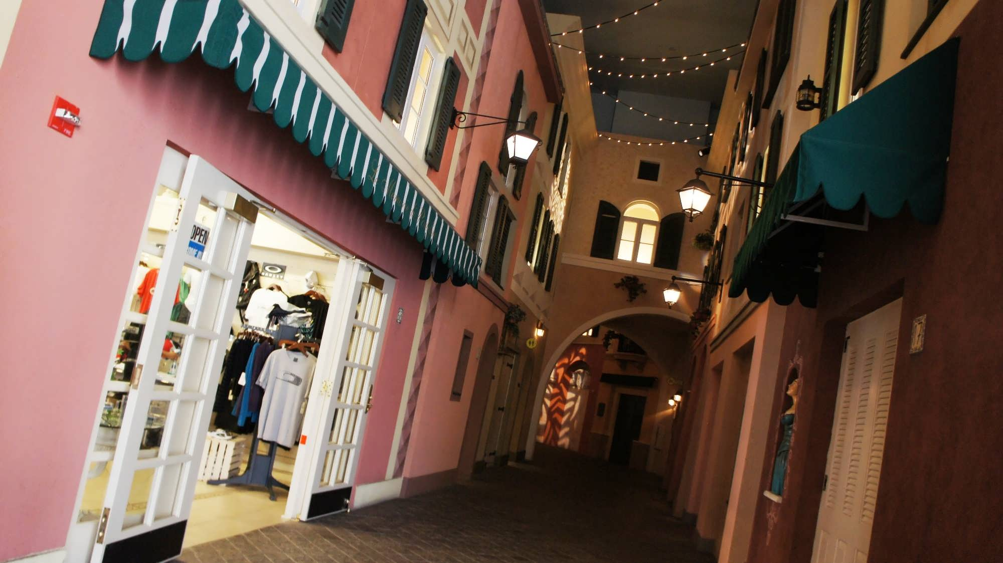 Gifts and sundries store at Portofino Bay Hotel