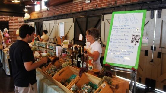 Winter Park Farmers Market: Shopping inside for the best deals.