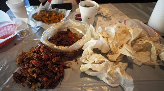 Hot 'n Juicy Crawfish Restaurant in Orlando: Doing it the old fashioned way.