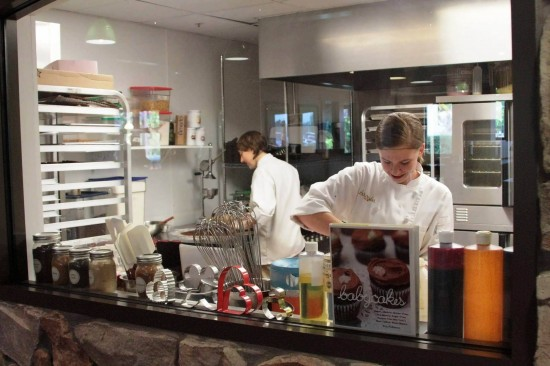 Babycakes NYC at Downtown Disney: Kitchen staff hard at work creating the next batch of scrumptious goods.