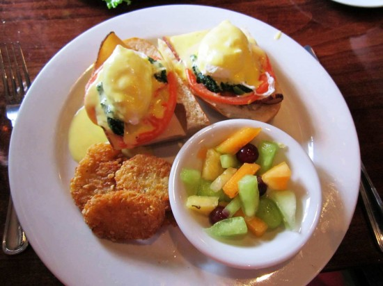 Dexter's of Winter Park: Dexter's style Eggs Benedict.