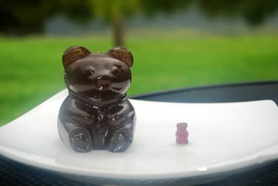 Universal Orlando Extreme Eats: Giant gummy bear.
