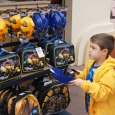 Theme park shopping: The benefits of letting kids budget & spend their own money