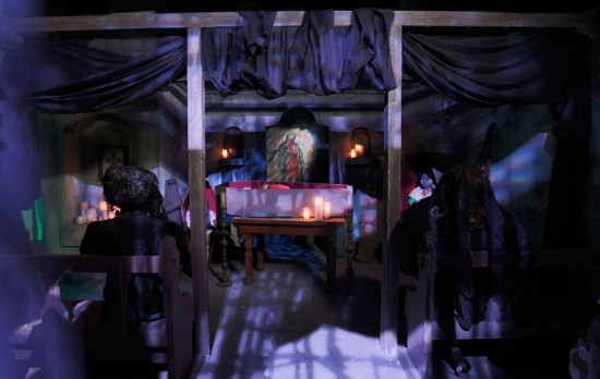 Inside La Llorona haunted house - HHN 2013.
