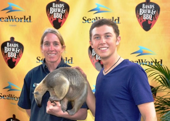 Scotty McCreery at SeaWorld's 2012 Bands, Brews & BBQ.