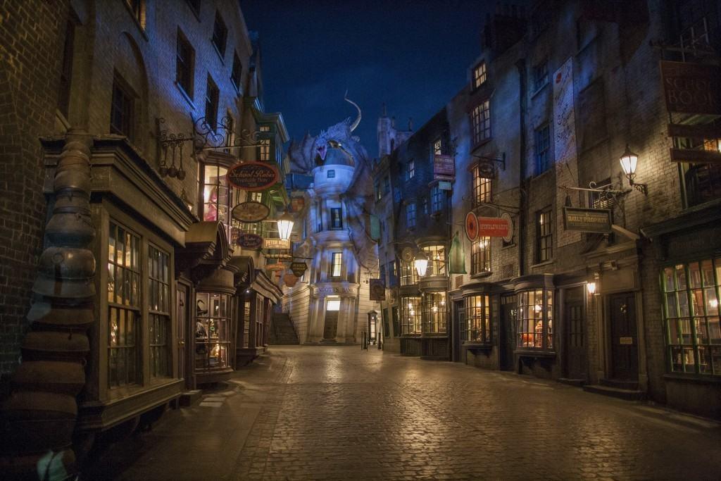 (UNIVERSAL) 32_Diagon Alley at Night