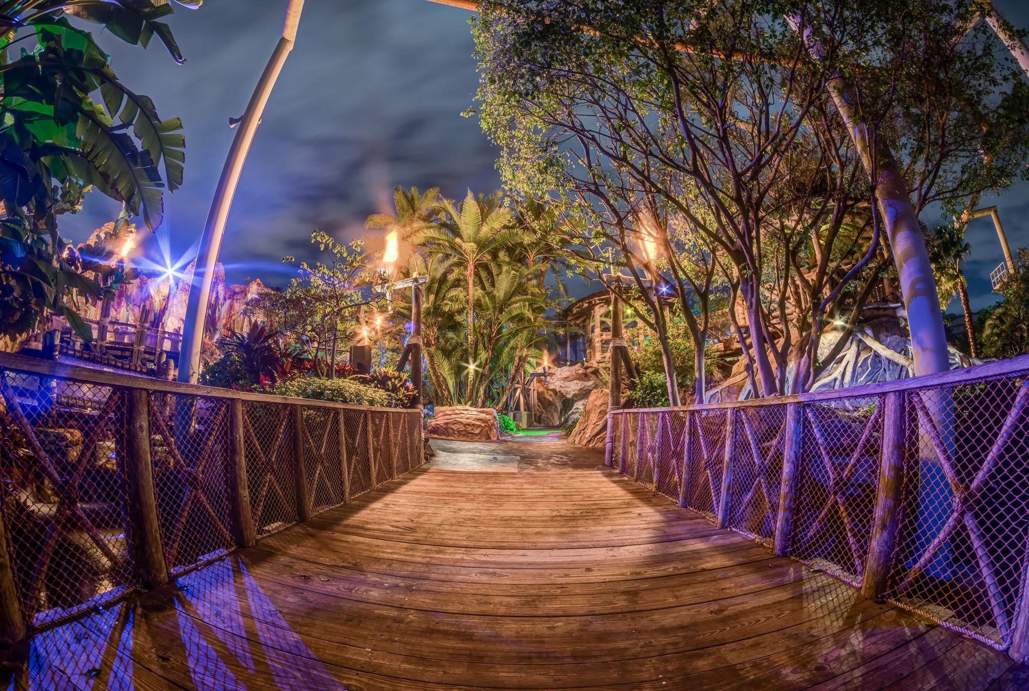 6 astonishing photos of Jurassic Park at night