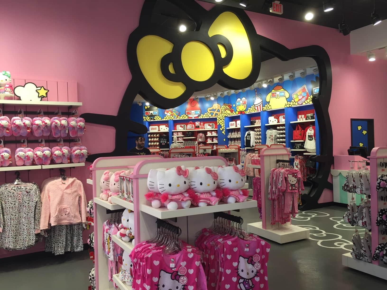 Hello Kitty store now open at Universal Orlando