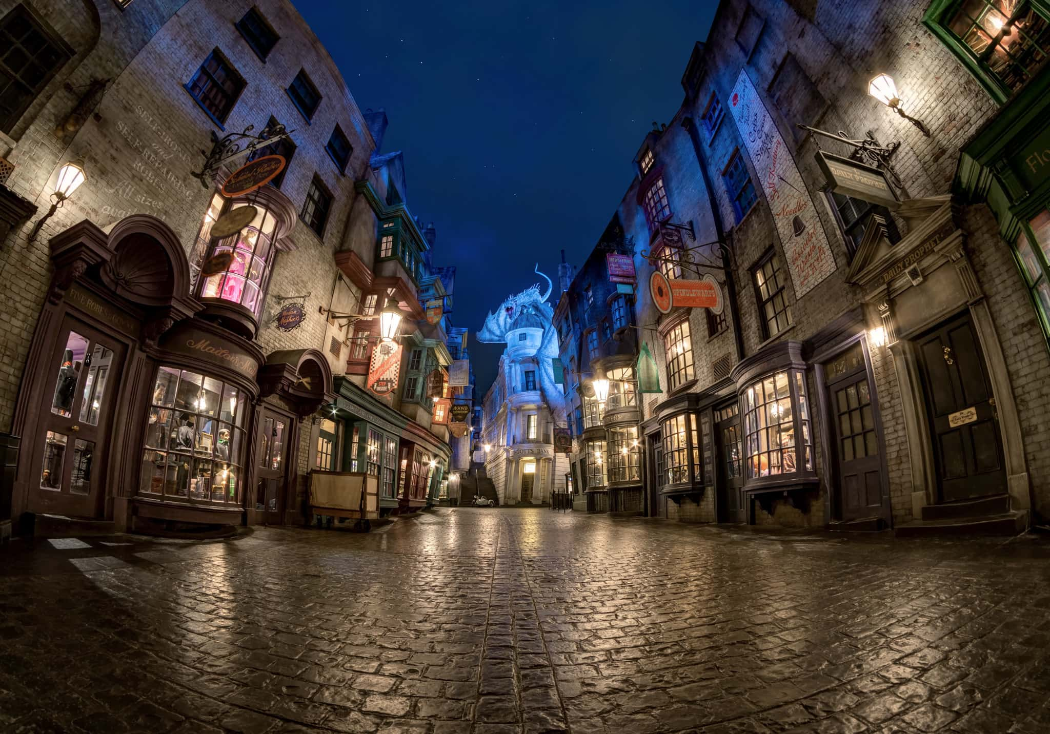 8 breathtaking pictures of Diagon Alley at night