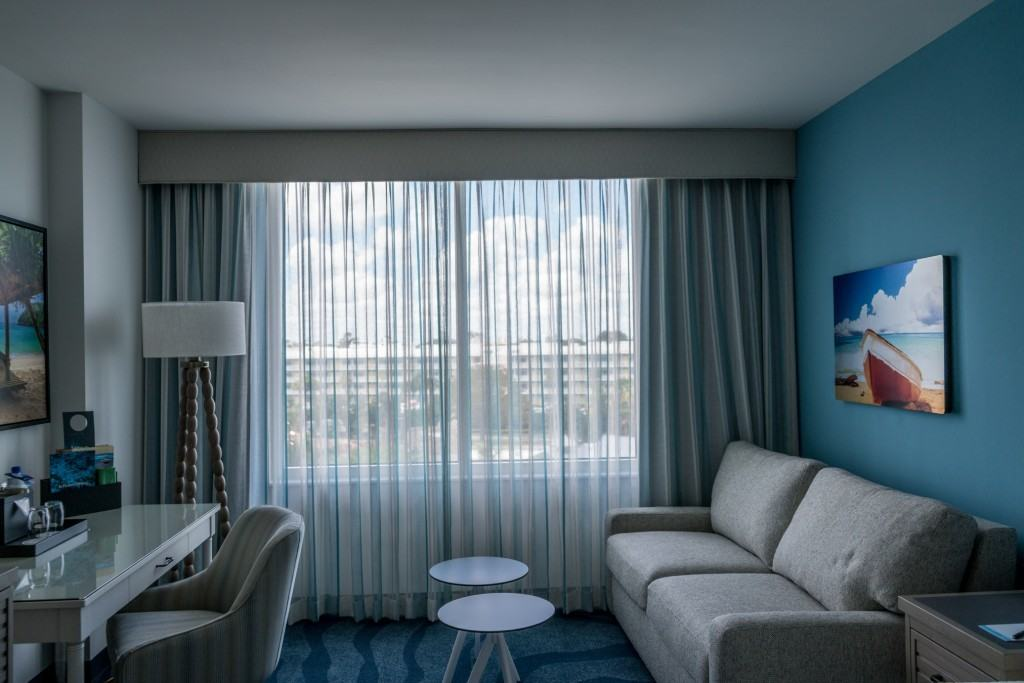 Standard King Room layout at Loews Sapphire Falls at Universal Orlando