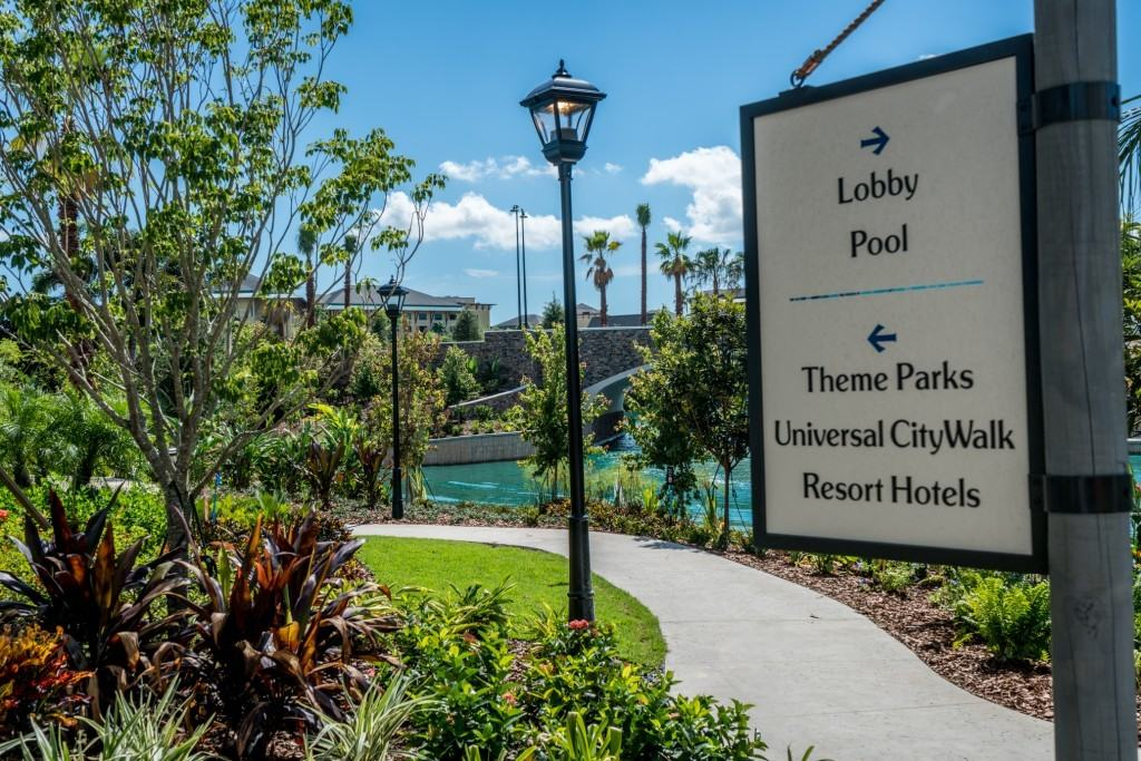 Theme park walkway at Loews Sapphire Falls Resort