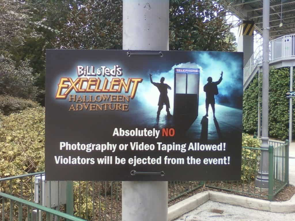 Bill and Ted's no photography sign at Universal Orlando Resort