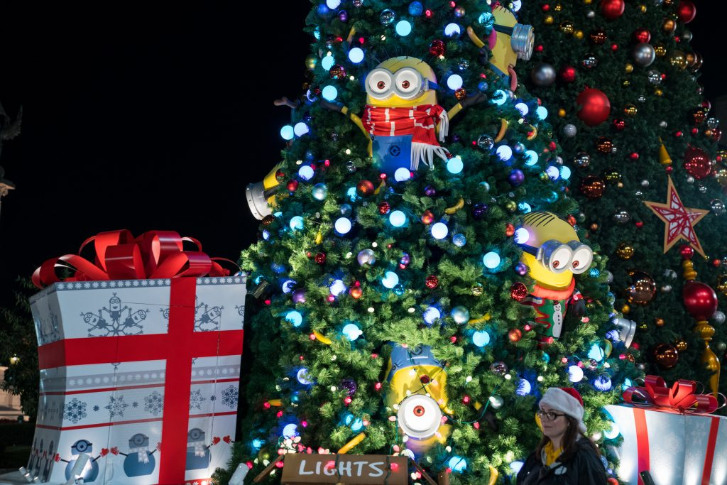 the minions at universals holiday parade - Macys Christmas Decorations