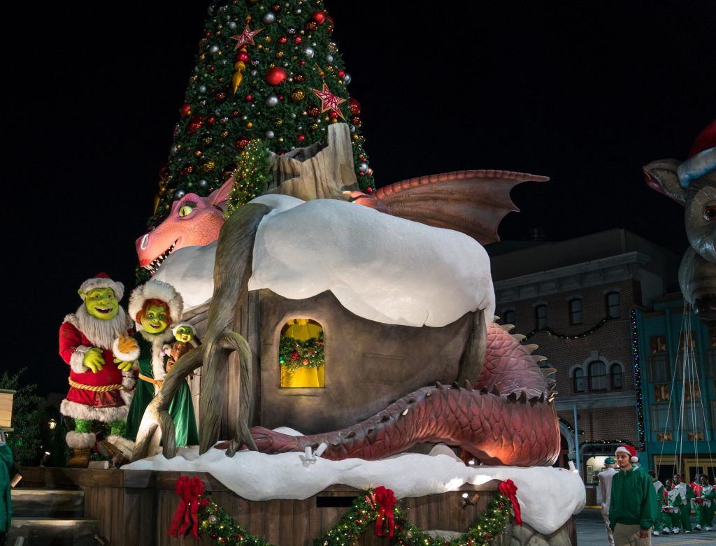 Macys Hours Christmas Eve 2019.Universal S Holiday Parade Featuring Macy S 2019 Visitor S