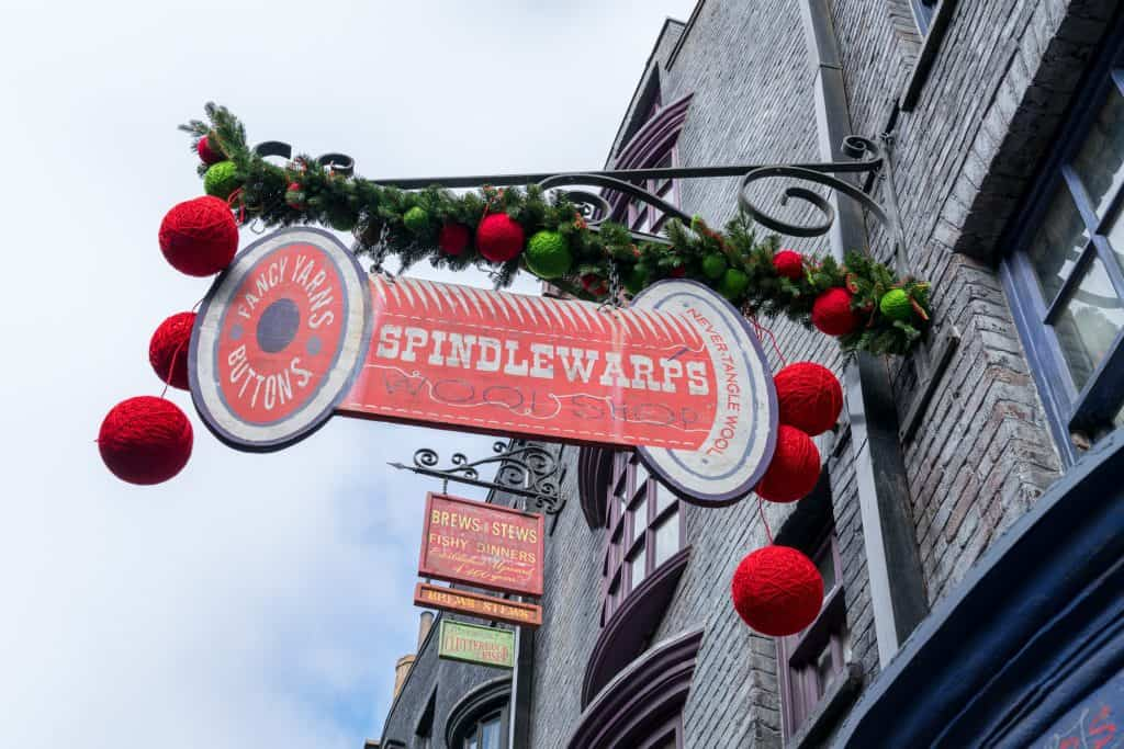 Spindlewarps decorated for Christmas in The Wizarding World of Harry Potter