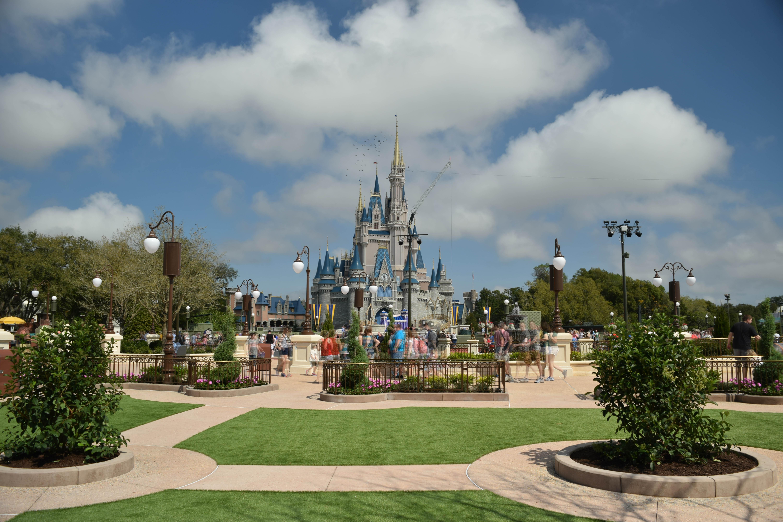Walt Disney World, Universal Orlando, SeaWorld, and LEGOLAND close due to COVID-19