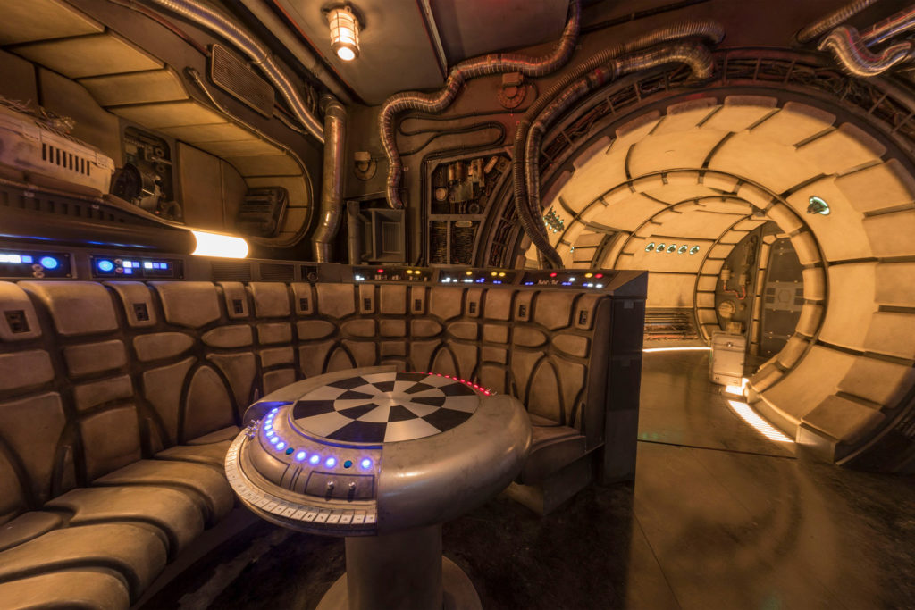 The Falcon's lounge in Millennium Falcon: Smuggler's Run