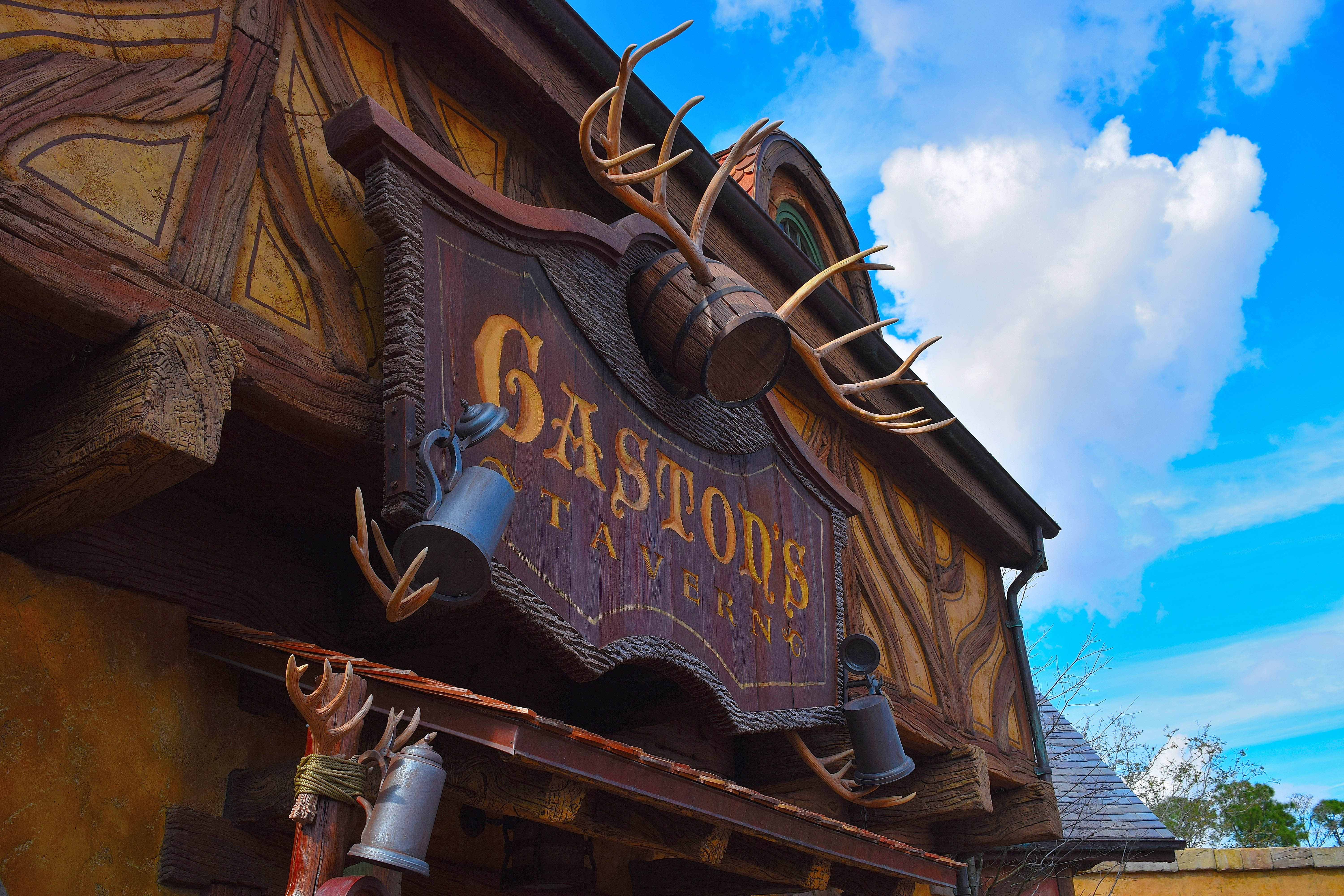 Quick-service breakfast options for a day at Magic Kingdom