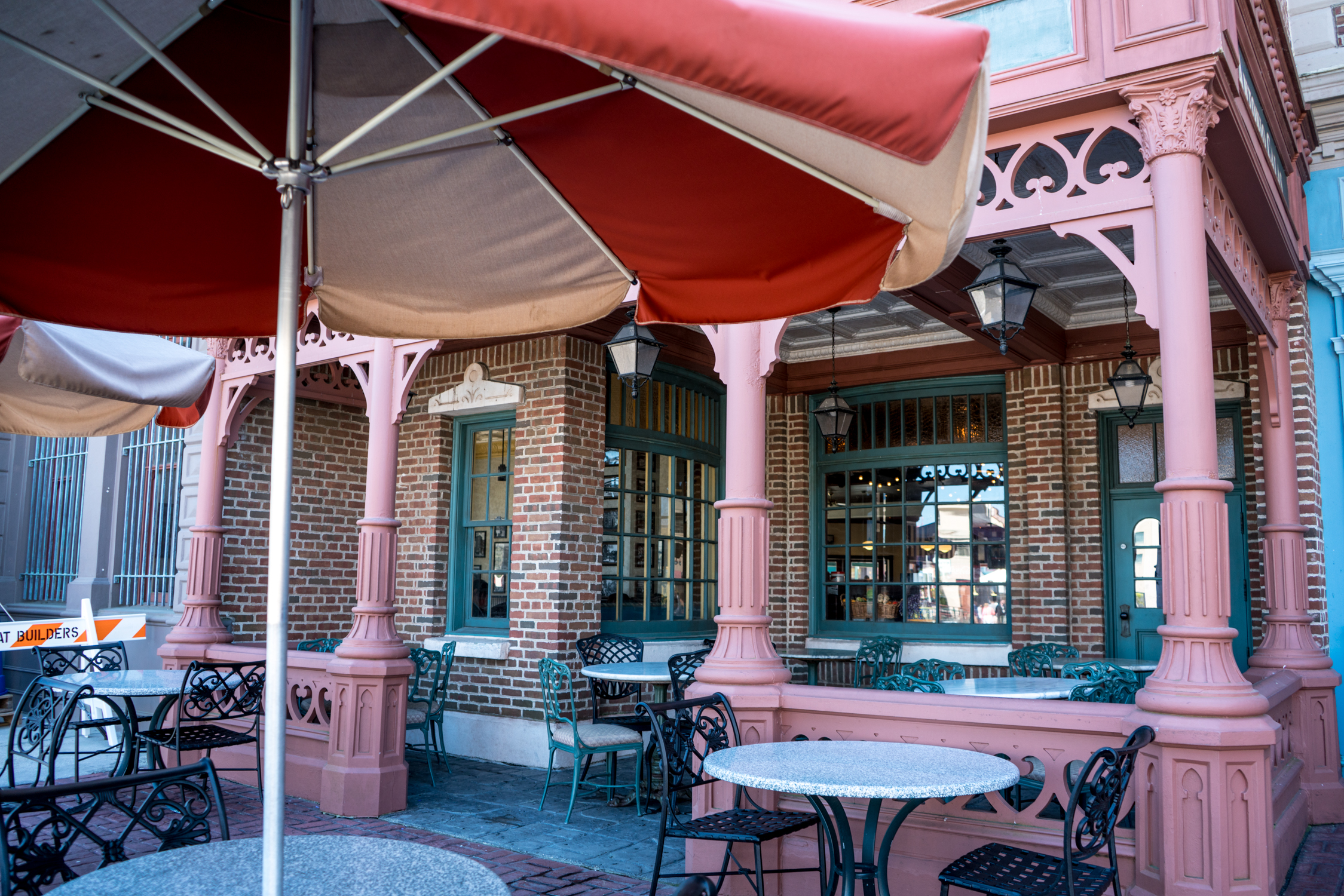 Louie's Italian Restaurant outdoor seating