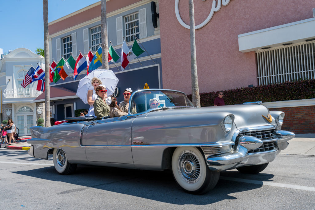 Marilyn Monroe and the Diamond Bellas riding through Universal Studios Florida
