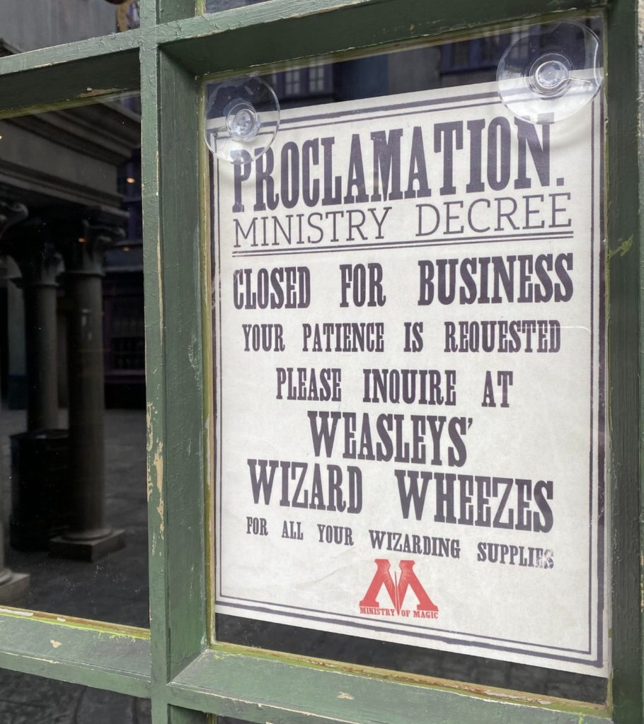 Store closed sign at The Wizarding World of Harry Potter - Diagon Alley