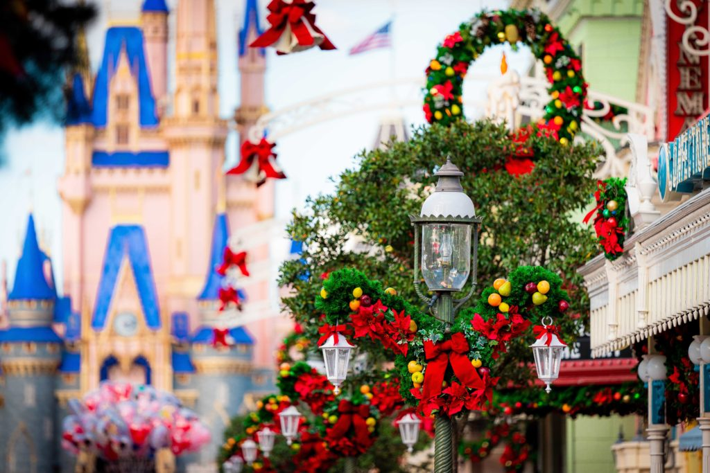 Christmas decor arrives to Magic Kingdom
