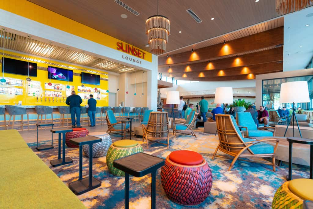 Dockside Inn and Suites lobby/Sunset Lounge