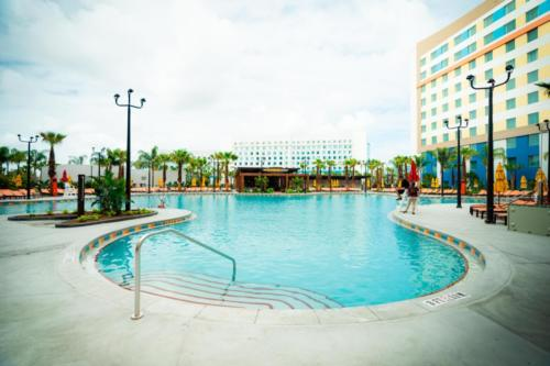 Dockside Inn and Suites pool