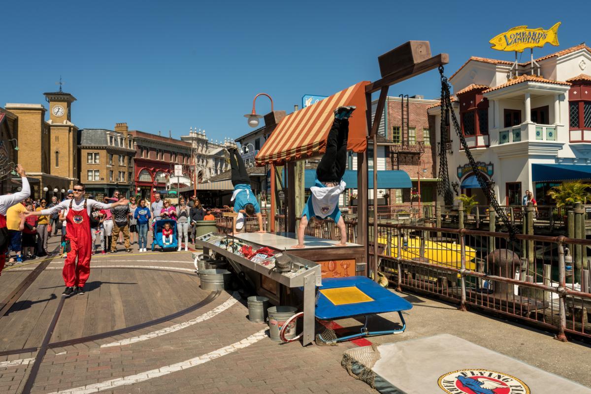 Flying fish market at universal studios florida orlando for Fresh fish market orlando