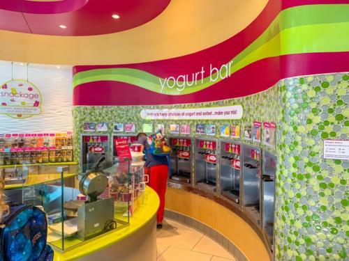 Menchie's Frozen Yogurt at Universal CityWalk 1