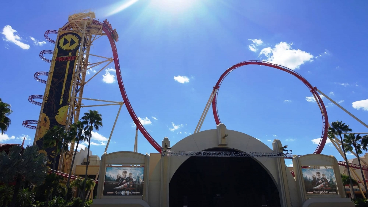 Vertical lift and inverted loop on Hollywood Rip Ride Rockit