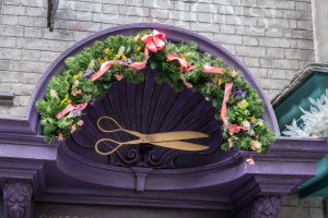 The Christmas decorations of Diagon Alley