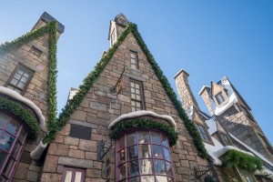 The Christmas decorations of Hogsmeade