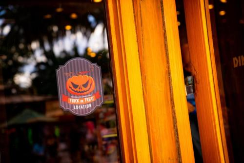 Islands of Adventure trick-or-treating Halloween 2020