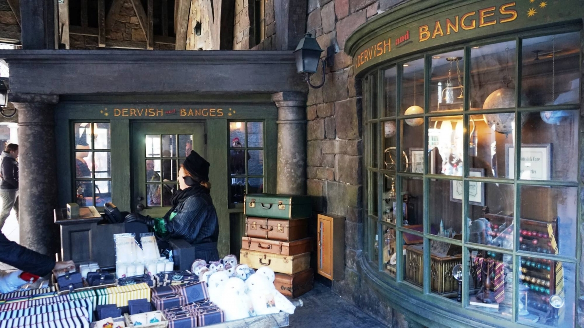 citizens of Hogsmeade sell their wares