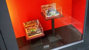 hot-dog-hall-of-fame-universal-citywalk-7936-oi