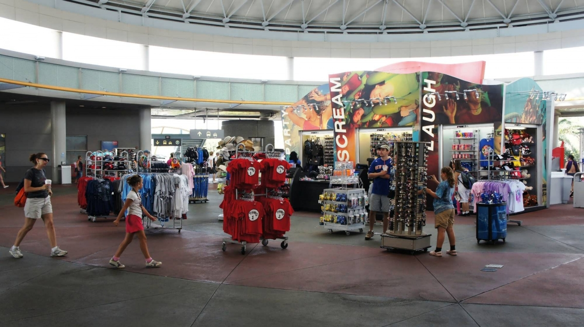 Parking, guest drop-off, and the Universal Orlando